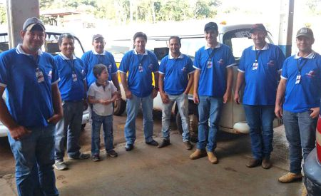 Motoristas do transporte escolar terceirizado recebem uniformes
